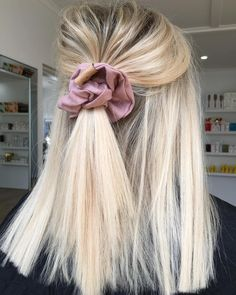 Hairstyles With Bangs champagne blonde hair color.Hairstyles With Bangs champagne blonde hair color Hair Inspo, Hair Inspiration, Champagne Blonde Hair, Blonde Hair Looks, Blonde Short Hair, Pretty Hairstyles, Hairstyle Ideas, Scrunchy Hairstyles, Blonde Hairstyles