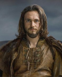 Vikings - Season 2 Promo I wonder how many people recognize George Blagden from the 2012 film, Les Miserables. He had just completed the Les Miz shoot when he reported to Ireland for the Vikings shoot. He is a very fine young actor. Ragnar Lothbrok, Lagertha, Athelstan Vikings, Vikings Rollo, Floki, George Blagden, Vikings Show, Vikings Tv Series, Historical Romance