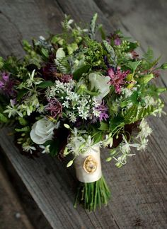 Garden-y bridal bouquet