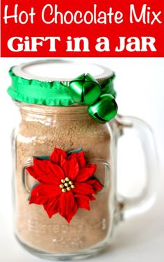 Hot Chocolate Mix Recipe Dry Gift in a Jar! Just 5 ingredients to make delicious hot cocoa. plus this makes the cutest little mason jar gifts! Go grab the recipe and give it a try! Hot Chocolate Gifts, Homemade Hot Chocolate, Hot Chocolate Mix, Homemade Food, New Year's Desserts, Cute Desserts, Autumn Desserts, Mason Jar Gifts, Mason Jars