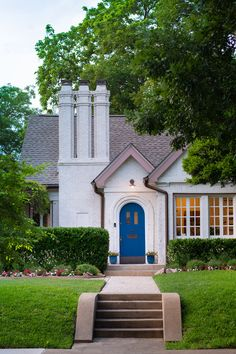 The 10 Most Charming Homes in Dallas - D Magazine Dallas Neighborhoods, Dallas Real Estate, Cottage Style Homes, Curb Appeal, Home And Living, The Neighbourhood, Magazine, Mansions, Architecture