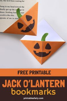 Fun Halloween paper craft Make these easy Jack O'Lantern corner bookmarks with this printable template. These pumpkin bookmarks are the perfect paper Halloween craft for kids. Halloween Arts And Crafts, Halloween Activities For Kids, Halloween Books, Halloween Kids, Halloween Decorations, Halloween Music, Pretty Halloween, Halloween Makeup, Bookmark Craft