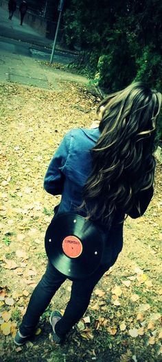 picture from zs. ( bag and hair )