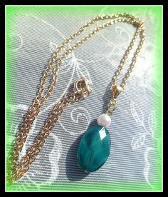 Only £9.50! Gorgeous necklace featuring an oval Emerald green faceted bead and creamy white faux pearl bead which dangles from a decorative gold plated pendant bail and 18'' gold plated trace chain. It is a lovely pale gold chain so not too bright gold , if you are not used to wearing much gold coloured jewellery. The bead is approx 1'' long. These are so pretty!