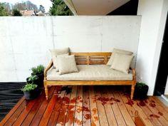 Schlichtes Daybed für drinnen und draussen mit Wasserfesten und lichtechten Polstern, Simple daybed for inside and outside with waterproof Cushions