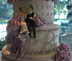 bride and groom not on top, neat idea