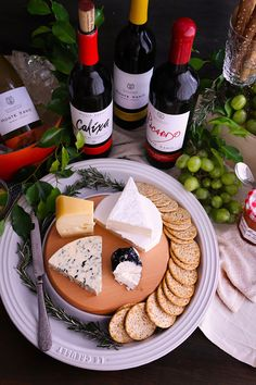How to set up a Cheese and Wine Table - queso y vino - Kase Queso Cheese, Wine Cheese, Wine Recipes, Dessert Recipes, Grapes And Cheese, Cheese Appetizers, Food Tasting, Carne Asada, Snacks