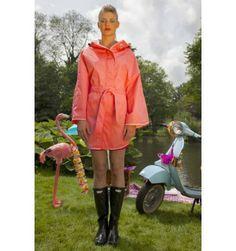 regenponcho koraalkleurig ook altijd handig om mee te nemen voor festival,vind het handige dan een paraplu
