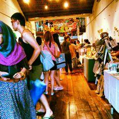 jolinwashere took this sht. | #pipitzakka wonderful9 #market. Last #art market everrr :(( #artsmarket #artmarket #cool #artsy #artistic #creative #crowd #KL #pasarseni #diversity #bags #crafts #DIY #handmade #ghetto #attic #annexe #stalls #shop #street