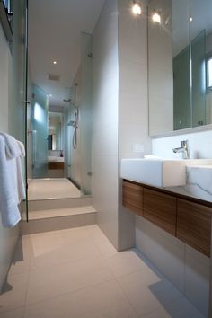 World of Architecture: Kew House With Two Faces, Melbourne | #worldofarchi #architecture #modern #home #house #bathroom #interior