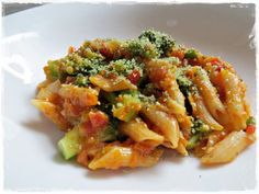 70 g Parmesan, in Stücken 1 Handvoll Basilikum-Blätter oder 1 EL getrocknet 1 Möhre, in Stücken 1 Schalotte 1 Knoblauchzehe 20 g Olivenöl 1 kl. Dose gehackte Tomaten 500 g Wasser 2 TL Gemüsepaste
