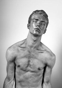 """""""Inframen"""", une magnifique série de portraits infrarouges du photographe américain Nir Arieli, basé à New York"""