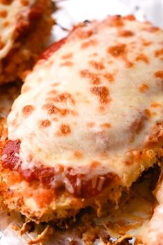 This delicious Oven Baked Chicken Parmesan recipe is easy and doesn't require any frying. Because this chicken Parmesan is baked, it is healthy, quick and easy! Make this crispy baked Parmesan crusted chicken for dinner tonight in about thirty minutes! Easy Chicken Recipes, Meat Recipes, Cooking Recipes, Dinner Recipes, Recipe Chicken, Turkey Recipes, Recipe For Chicken Cordon Blue, Quick Food Recipes, Easy Oven Recipes