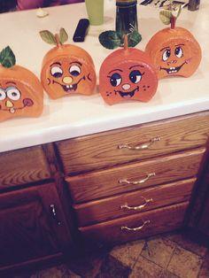 Painted Bricks Crafts, Brick Crafts, 2x4 Crafts, Halloween Wood Crafts, Painted Pumpkins, Cute Crafts, Cement Pavers, Painted Pavers, Brick Pavers