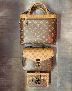 LV Women Leather Shoulder Bag Tote Handbag 2019 New LV Collection to Have. LV Women Leather Shoulder Bag Tote Handbag 2019 New LV Collection to Have. Chanel Handbags, Louis Vuitton Handbags, Louis Vuitton Speedy Bag, Fashion Handbags, Purses And Handbags, Fashion Bags, Louis Vuitton Monogram, Fashion Outfits, Clutch Bag