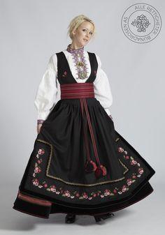Beltestakk fra Telemark - BunadRosen AS Traditional Fashion, Traditional Dresses, Norwegian Clothing, Frozen Costume, Scandinavian Fashion, Historical Clothing, Historical Dress, Folk Costume, European Fashion