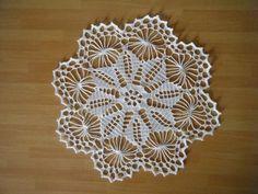 Crochet Placemats, Crochet Cushions, Crochet Doilies, Crochet Motif Patterns, Crochet Art, Barbie And Ken, Doll Accessories, Table Centerpieces, Mandala