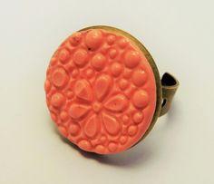 bague rétro rose pastel ronde pate polymère support bronze : Bague par commeparenchantement