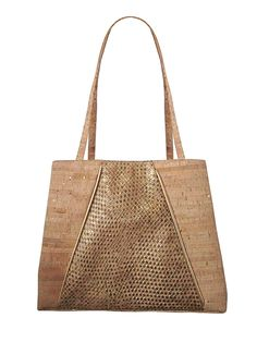 Look runway-ready with the sustainable Zoe Cork Tote designed by New York–based handbag designer Jess Rizzuti | #EcoFashion | Organic Spa Magazine