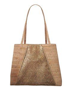 Look runway-ready with the sustainable Zoe Cork Tote designed by New York–based handbag designer Jess Rizzuti | #EcoFashion | Organic Spa Magazine