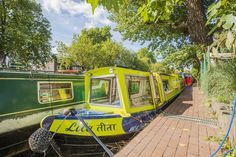 Get cozy in this designer houseboat in the center of London.