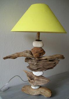 Лампа из гальки и древесины