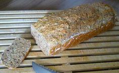 Das perfekte Brot --- Schnelles Dinkelbrot-Rezept mit Bild und einfacher Schritt-für-Schritt-Anleitung: Mehl, Trockenhefe, Sonnenblumenkerne, Leinsamen…