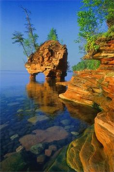 Apostle Islands National Lakeshore is an Island in Bayfield. Plan your road trip to Apostle Islands National Lakeshore in WI with Roadtrippers. Places To Travel, Places To See, Places Around The World, Around The Worlds, Beau Site, Parc National, Belle Photo, Vacation Spots, Jamaica Vacation