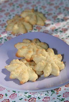 Maya, Romanian Desserts, Coconut Cookies, Xmas Cookies, Crackers, Donuts, Cookie Recipes, Cauliflower, Biscuits