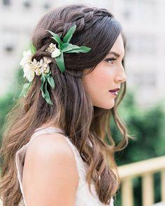 #weddingstyle #weddinghairstile #weddinglook #weddingflowers #weddingheadpiece #weddingideas ... it is very popular now to decorate wedding hairstyle with fresh leaves and flowers ..