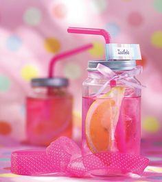 Pink Lemonade servida em potinhos de papinha de bebê por Zest Kids. Foto: Rogerio Voltan