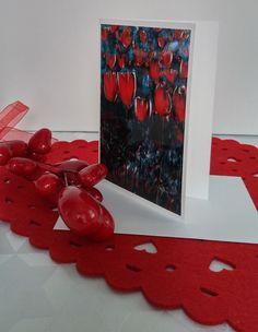"""Format de la carte : 4"""" x 6"""" (10,16 x 15,24 cm), sur carton de type Cool white avec enveloppe blanche.  L'image représente une photo d'une toile réalisée par l'artiste Lucy Patoine. Inscrivez votre propre message. Pour vous inspirer, nous vous invitons à télécharger des textes sur le thème de l'amour pour la St-Valentin. Vous retrouvez """"Les carnets de Madame Paraci"""" sur notre boutique en ligne www.conceptionidecrea dans la section """"St-Valentin"""" Inspirer, Madame, Boutique, Painting, Etsy, Pretty Cards, Notebooks, Texts, Envelope"""