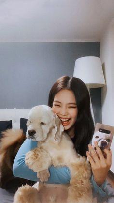 Jennie with her puppies Kai Kim Jennie, Yg Entertainment, South Korean Girls, Korean Girl Groups, K Pop, Rapper, Blackpink Members, Soo Jin, Blackpink Photos