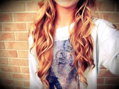 Her hair makes me want long hair...it'll grow out! (:
