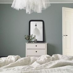 Bedroom Green, Bedroom Colors, Bedroom Decor, Dresser As Nightstand, Floating Nightstand, Mint Living Rooms, Scandinavian Interior Design, Spare Room, New Room