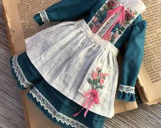 White embroidered coat for Blythe doll Baby Dress Patterns, Doll Clothes Patterns, Clothing Patterns, Victorian Fashion, Vintage Fashion, Turquoise Dress, Romantic Outfit, Period Outfit, Doll Costume