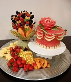 Fresh Fruit Cake - Nita's Fruit and Vegetable Carving Videos Fresh Fruit Cake, Fruit Cakes, Watermelon Cakes, Lunch Box Recipes, Snack Recipes, Fruit Display Wedding, Fruit And Vegetable Carving, Food Carving, Fruit Displays