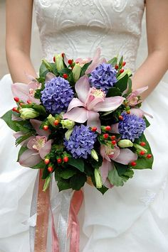 berries in a bridal bouquet #flowers #wedding