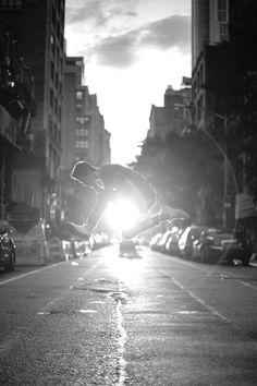 New York City sunset Chaos Magic, Wonderful Picture, Dream City, Photo Black, Great Shots, Black And White Pictures, City Girl, Art Pictures, Art Pics
