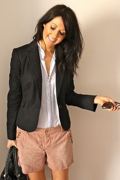never thought to wear my basic black blazer with simply shorts...hmmm