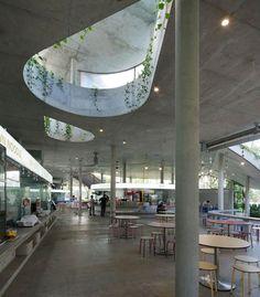 Kok-Meng Tan, Satoko Saeki di KUU e Ling Hao di Linghao Architects, progetto di una Food-court Satay by the Bay, Singapore 2012. La ventilazione naturale è agevolata da grandi aperture.