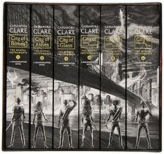 The Mortal Instruments, the Complete Collection: City of Bones; City of Ashes; City of Glass; City of Fallen Angels; City of Lost Souls; City of Heavenly Fire: Amazon.de: Cassandra Clare: Fremdsprachige Bücher