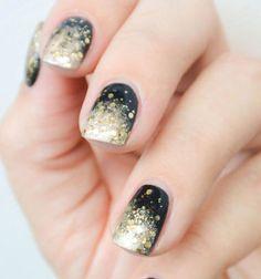 Sparkly New year's eve nails // Arany - fekete csillámló körmök szilveszterre // Mindy - craft tutorial collection // #crafts #DIY #craftTutorial #tutorial