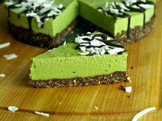 Vegan Matcha Vanilla Cheesecake with Raw Chocolate Cookie Crust (gluten-free, no-bake) Vegan Gluten Free Desserts, Raw Desserts, Vegan Sweets, Cookie Desserts, Healthy Desserts, Delicious Desserts, Healthy Foods, Tea Recipes, Sweet Recipes