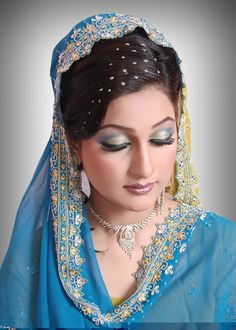 Find How to apply liquid eyeliner,stylish eye make-up,at http://www.mybigfashion.com/beauty-care-tips/1218-how-to-apply-liquid-eyeliner--stylish-eye-make-up.html