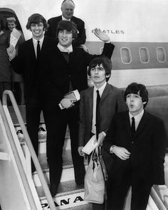 18 August, 1964. The Beatles leaving the London airport for a tour in thr United-States.