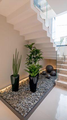 Staircase Interior Design, Home Stairs Design, Modern Staircase, Home Room Design, Dream Home Design, Home Interior Design, Interior Decorating, Small Garden Under Stairs, Stair Decor