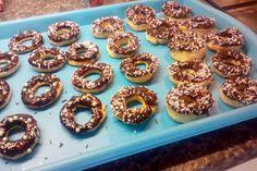 Jak udělat domácí pečené donuty s čokoládovou polevou   recept