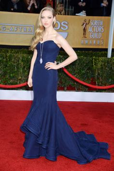 Who can resist an elegant train? Amanda Seyfried in navy Zac Posen (SAG Awards 2013)