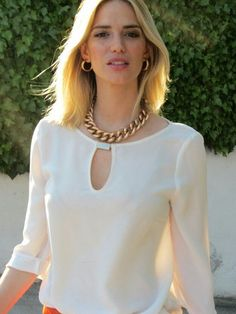 Pin by Nancy Barrezueta on blusas Blouse Styles, Blouse Designs, Formal Tops, Blouse Dress, Look Chic, Blouses For Women, Fashion Dresses, Couture, Womens Fashion